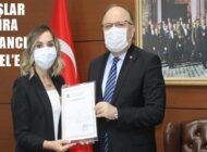 'YILIN ÖĞRETMENİ'NİN BAŞARI BELGESİ VALİ TUTULMAZ'DAN